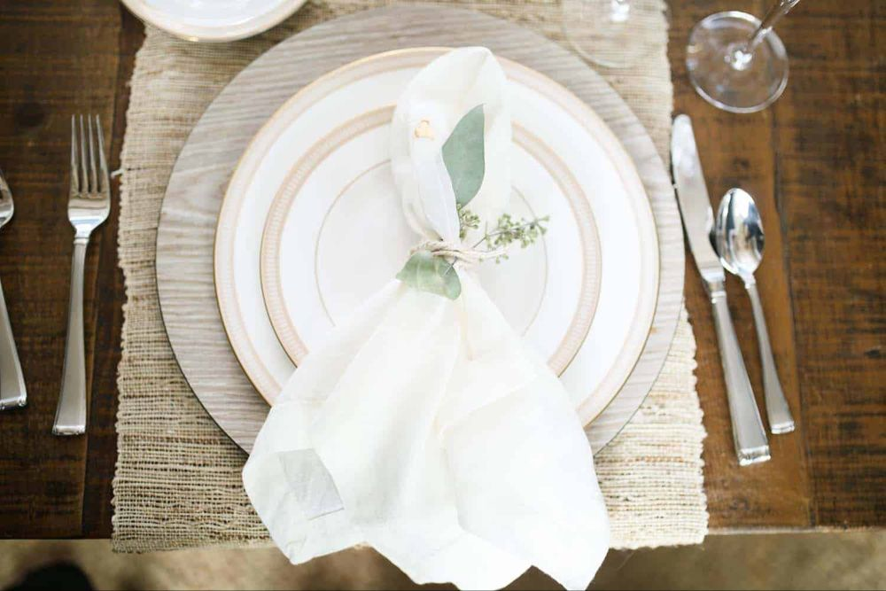 40 Amazing Place Setting Ideas To Elevate Your Thanksgiving Table #thanksgivingtablesettings