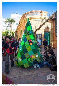 Decoración navideña en Sevilla, acción de Urban Knitting en 2013