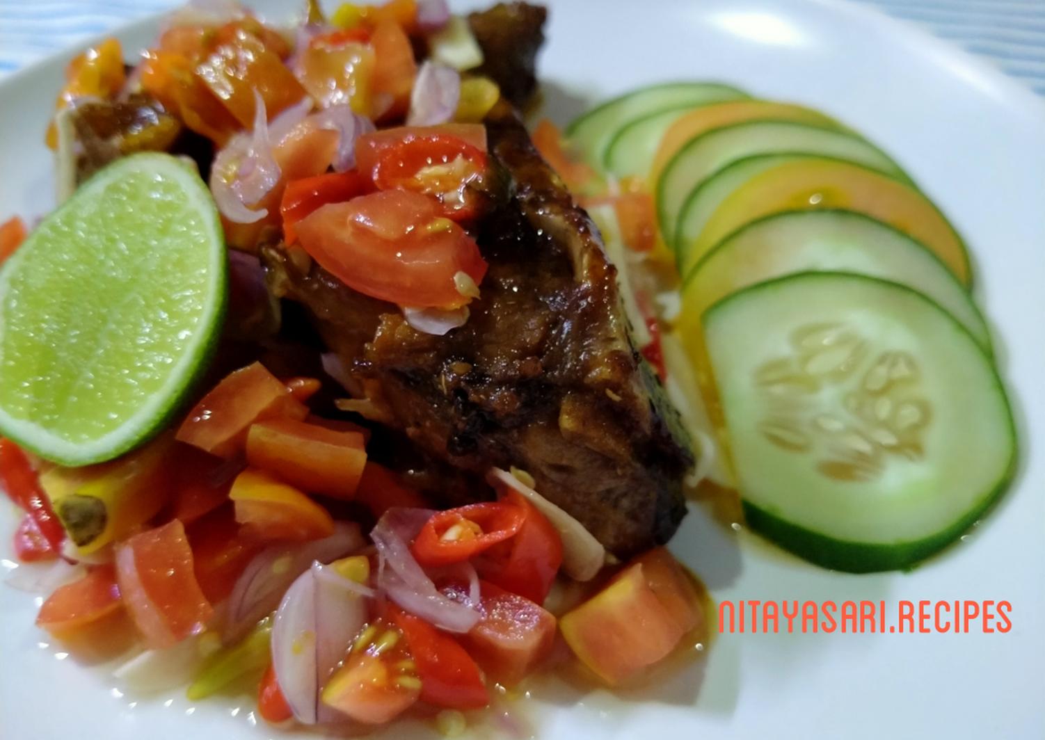 Resep Ikan Bakar Trakulu Sambal Dabu Dabu Recipe In 2020 Food Beef Sambal