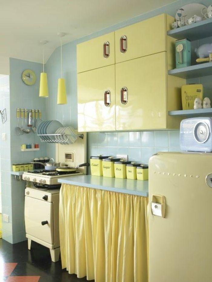 Merveilleux Amenagement Cuisine Deco Bleu Et Jaune, Facade Cuisine, Frigo Et Cuisinière  Jaune Vintage,