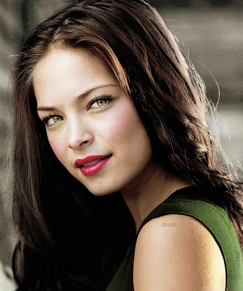 Kristin kreuk hot making out with some guy then they have