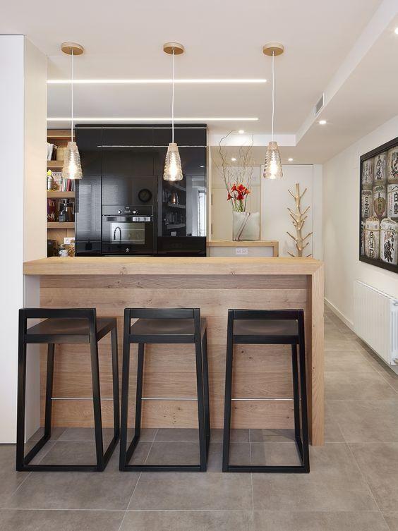 Barra de cocina con taburetes decoracion pinterest for Cocinas modernas con barra desayunadora