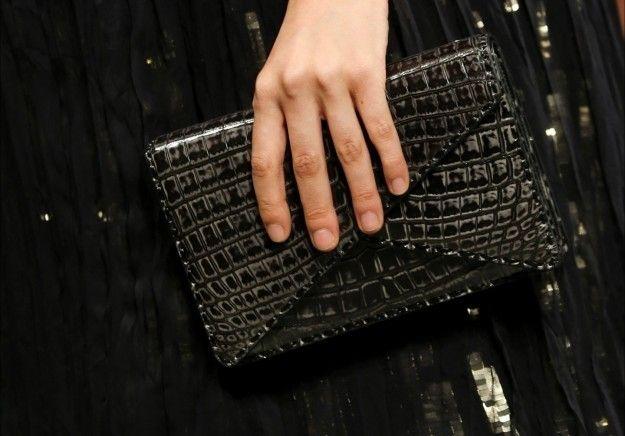 Clutch nera Bottega Veneta - Modello in nero dalla collezione di borse Primavera/Estate 2015