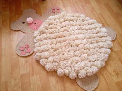 Alfombra de pompones lana decoracion infantil - Manualidades en lana ...