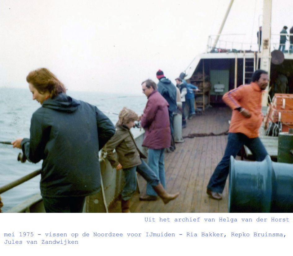mei 1975 - vissen op de Noordzee voor IJmuiden - Ria Bakker, Repko Bruinsma, Jules van Zandwijken