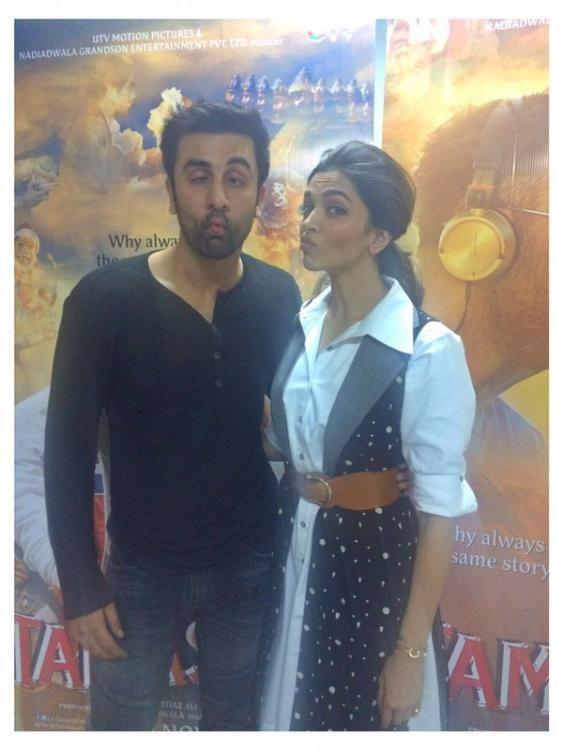 Ranbir Kapoor And Deepika Padukone S Fish Face Is Sure To Make Your Day Ranbir Kapoor Deepika Padukone Bollywood Celebrities