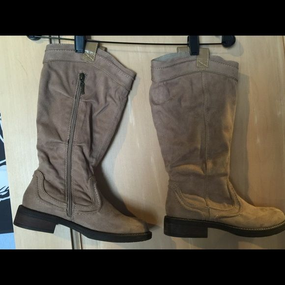 WOMEN'S BOOTS, SIZE 6.5 WOMEN'S BOOTS, SIZE 6.5, GREAT SOLE, GREAT CONDITION, VERY COMFORTABLE, WORN A HANDFUL OF TIMES, CUTE R2 Other