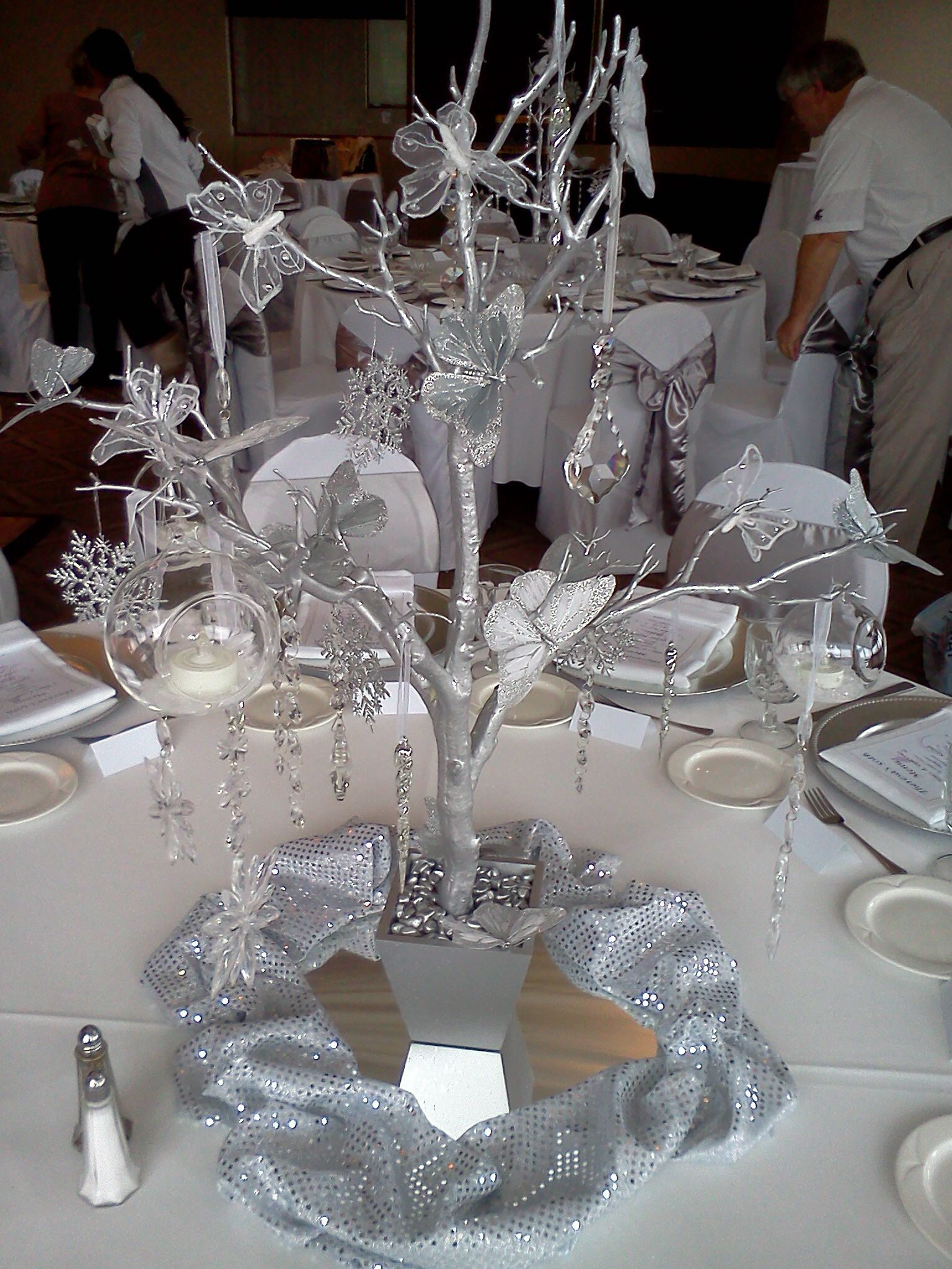 Winter wonderland manzanita butterfly centerpieces my for Winter themed wedding centerpieces