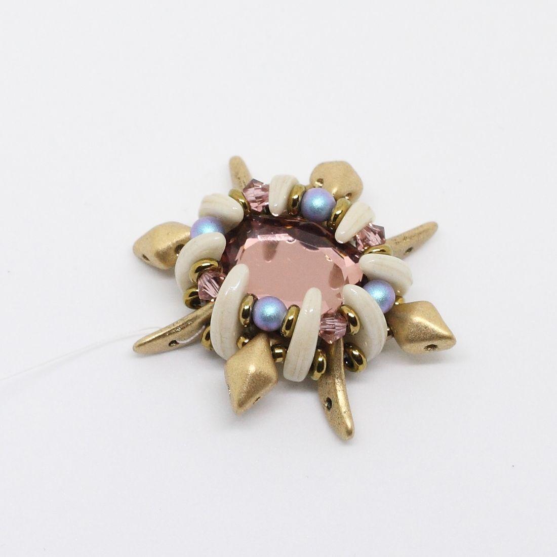 Tutoriel DIY étape 5 boucles d'oreilles printemps avec perles en verre Ava beads, crescent beads, toho beads et cristaux Swarovski