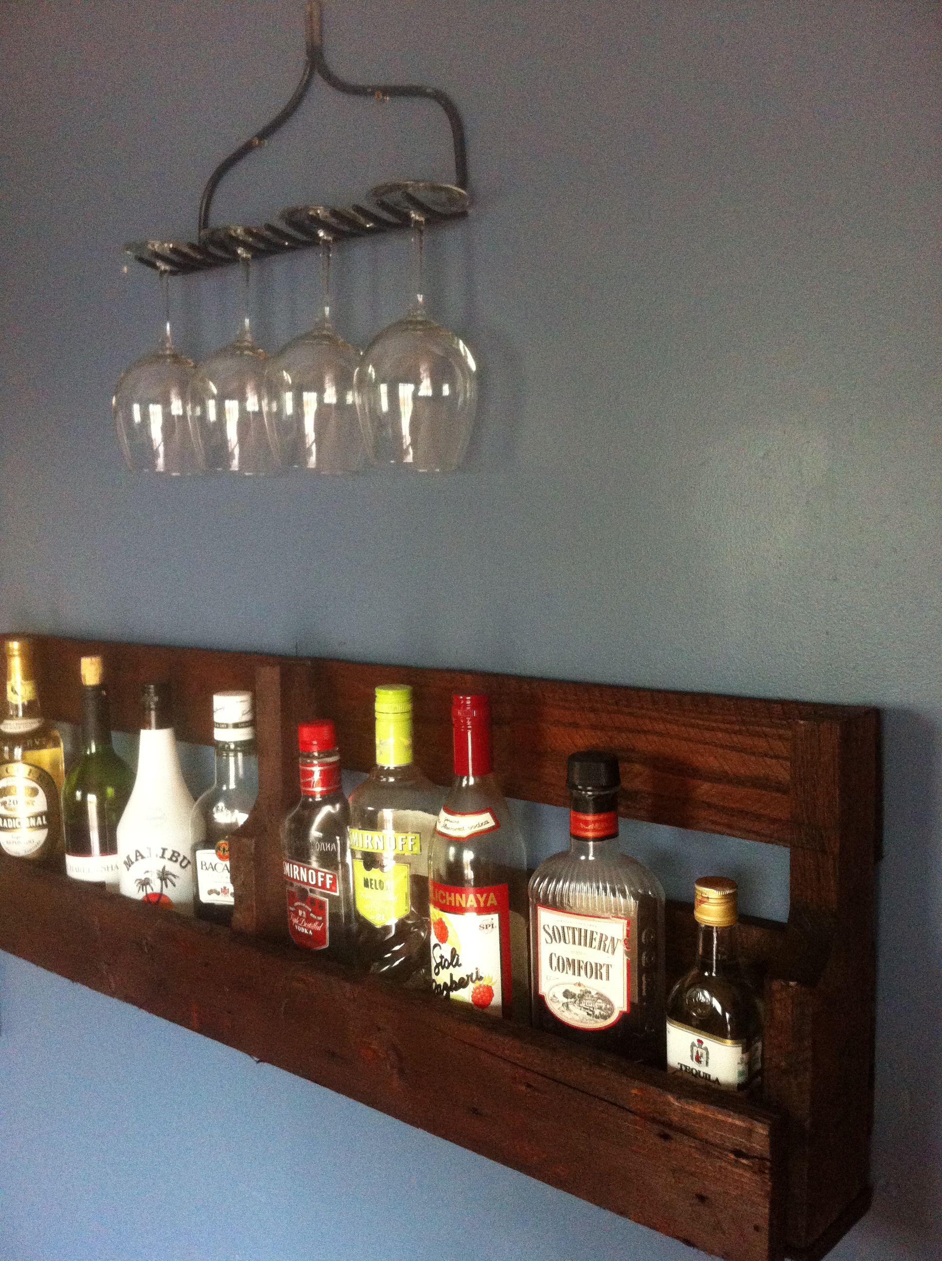 Pallet liquor shelf with rake wine glass rack diy ideas for Diy liquor bar