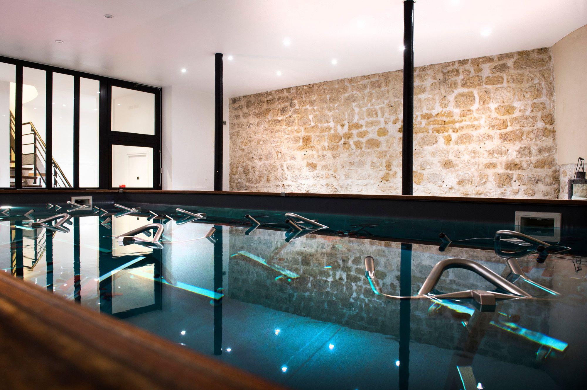 Dans un cadre comme un loft new-yorkais, aquabiking, modelages ...