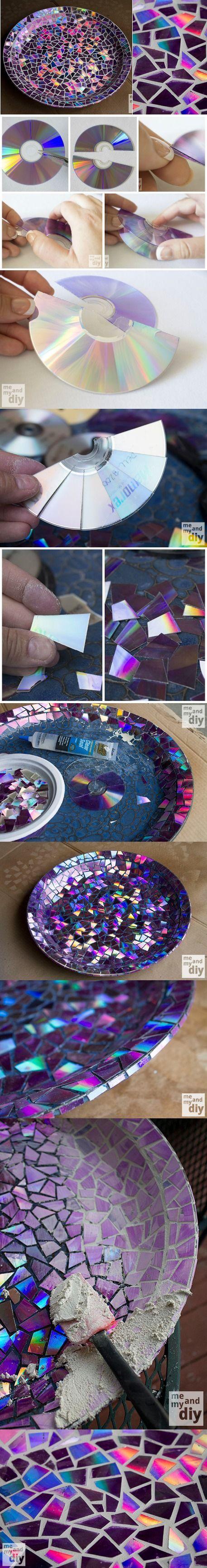 Hermoso mosaico para bandejas hecho con CDs