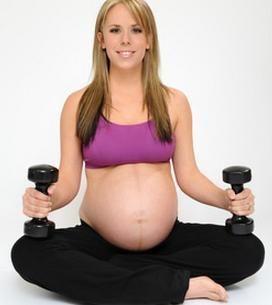 Exercícios para grávidas em casa. Se você está grávida e a barriga está começando a aparecer ou já está prestes a dar à luz é bom para fazer alguns exercícios. Você deve sempre falar com seu ginecologista para garantir que você não te...