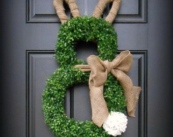 easter wreath spring wreath easter bunny wreath boxwood bunny wreath boxwood and burlap. Black Bedroom Furniture Sets. Home Design Ideas