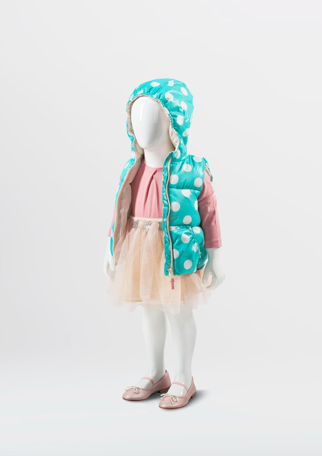 800 SERIES - abstract collection of children mannequins. Distinguishing feature is the shape of the mannequin head. #WindowDisplay #junior