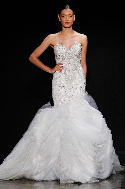 Wunderschönes #Hochzeitskleid mit silbernen Verzierungen // A wonderful #WeddingGown with silver applications