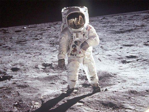 Hoy descubrimos por qué el hombre nunca más volvió a la Luna - http://www.elmundocurioso.com/2014/10/hoy-descubrimos-por-que-el-hombre-nunca-mas-volvio-a-la-luna.html