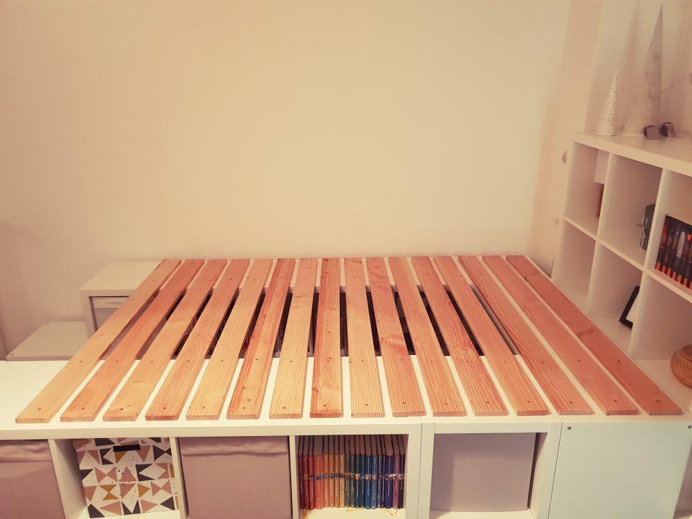 Ein Hochbett Aus Ikea Kallax Regalen Ikea Kallax Regal Kallax Regal Aufbewahrung Kinderzimmer
