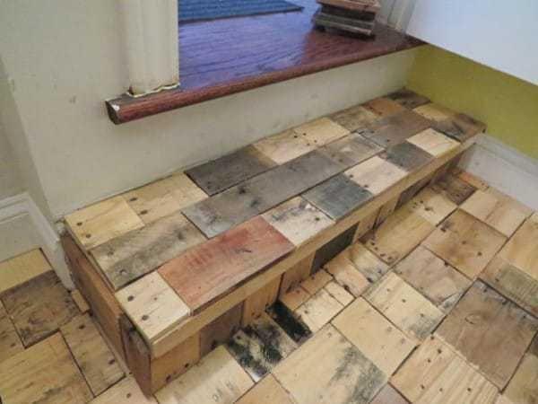 C mo instalar un suelo de madera con palets reciclados - Como poner un suelo de madera ...