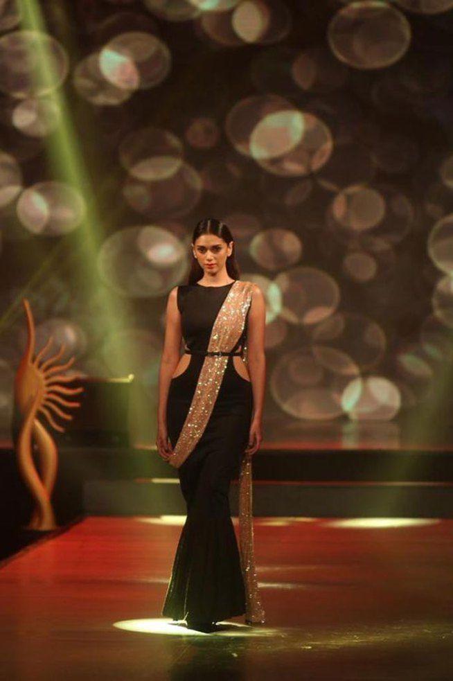 Aditi Rao Hydari at the #IIFA Fashion Extravaganza 2015. We love that 'gajra' effect! #Bollywood #Fashion #Style #Beauty #Classy
