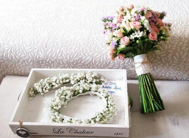 Details: my hair crown and bouquet & Tula's crown. Mi ramo, mi semicorona para el pelo y la de Tula