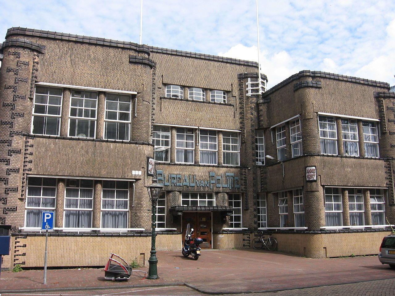 Amsterdamse school bouwstijl wikipedia early modernism art amsterdamse school bouwstijl wikipedia xflitez Gallery