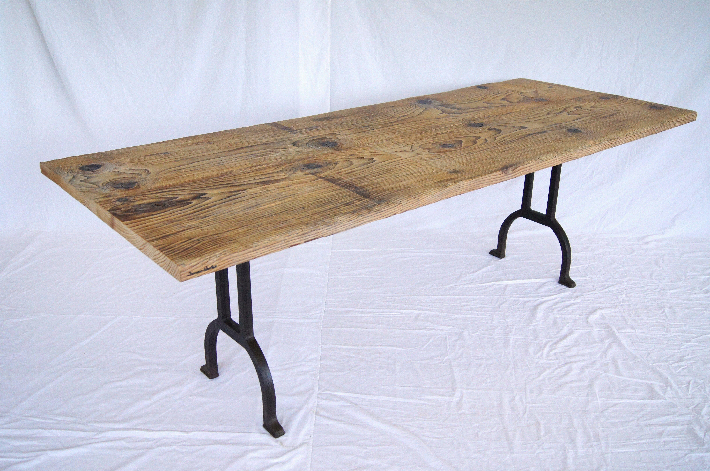 Tischplatte altholz  Tisch aus 150-jährigem Altholz und antiken Gussfüssen | Wohnung ...