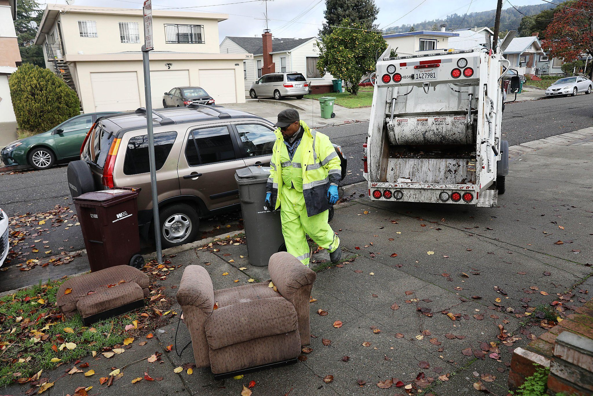 Oakland's streets are getting trashier, but new program sees