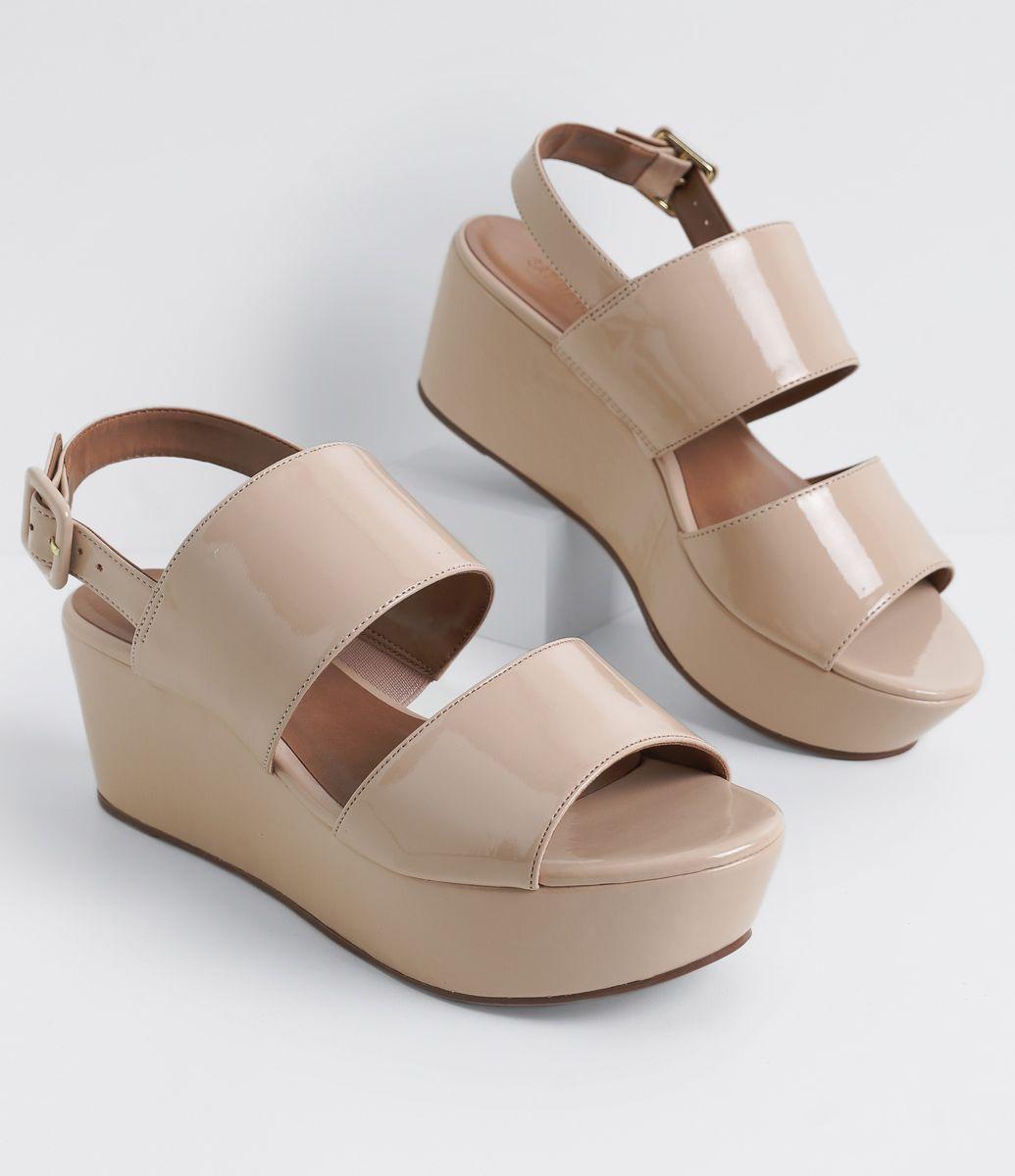 38704dc96 Sandália feminina Material: sintético Flatform Marca: Satinato COLEÇÃO  VERÃO 2017 Veja outras opções de sandálias femininas .