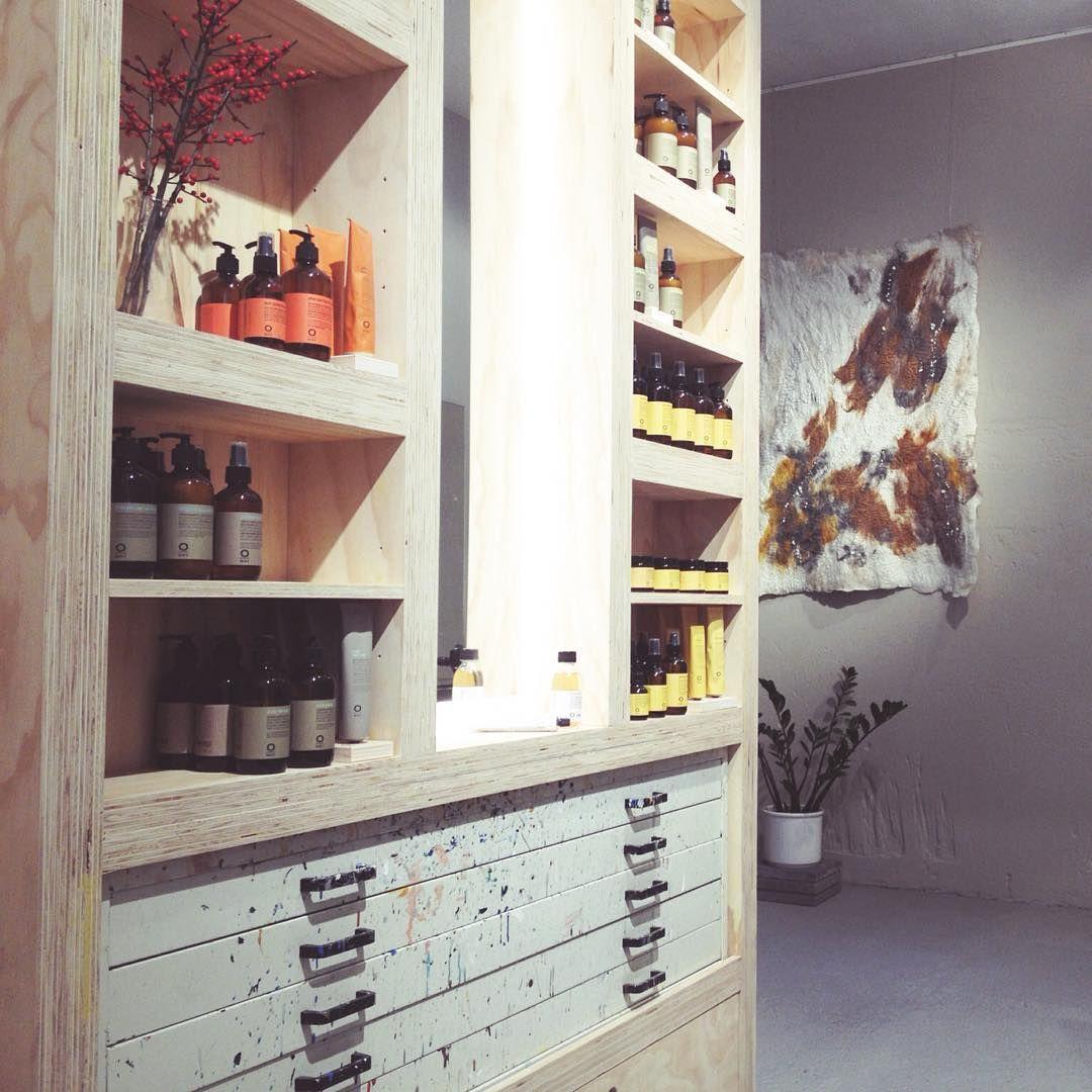 Wist je dat je bij MHOOM de fijne haarverzorgingsproducten (3x woordwaarde) van Oway kan kopen? Kende je deze, met essentiële oliën geparfumeerde, vegan haarlijn nog niet? Kom dan gerust eens langs in de salon om kennis te maken   Tip! Meerdere shampoo's, conditioners, maskers en stijlingproducten zijn ook in travelsize beschikbaar!   #oway #vegan #haarverzorging #shampoo #natural #naturalbeauty #natuurlijk #essentialoils #greenfullydesigned #consciouslymade #biologischdynamisch #MHOOM