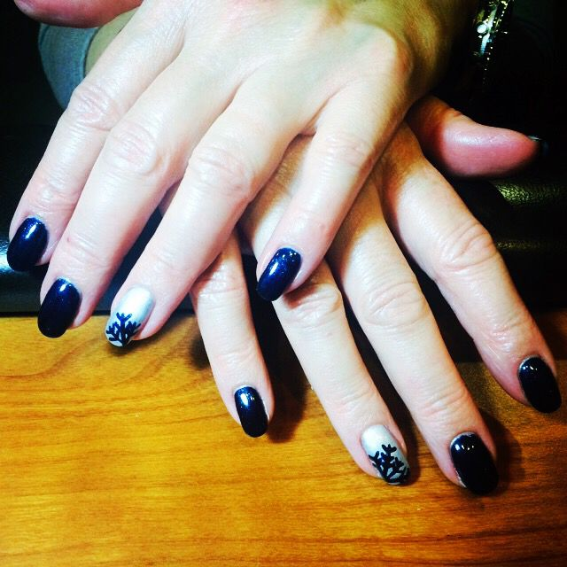 Snowflake accent nail for Winter. Shellac power polish colors; Blue is Midnight swim & silver is Crome