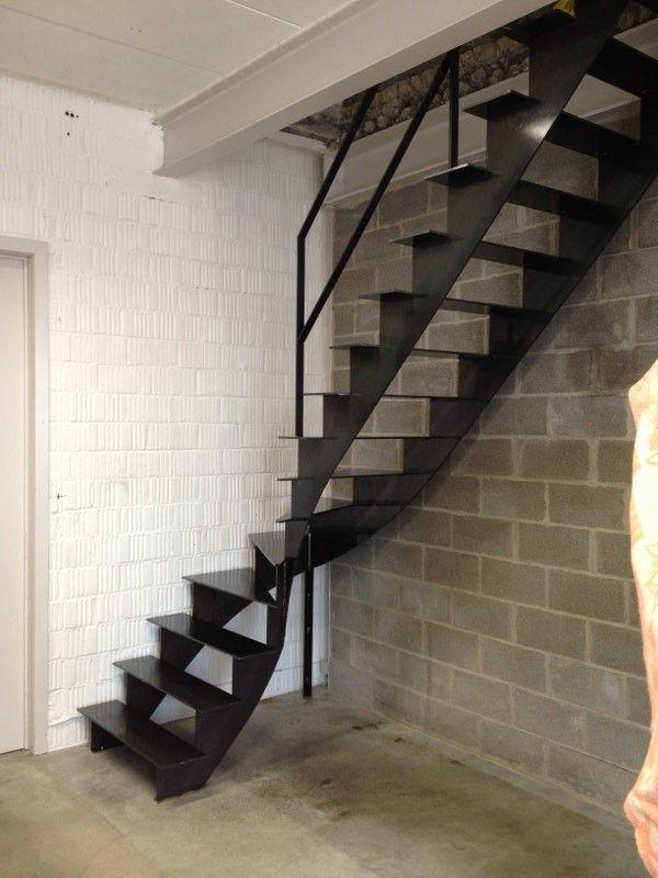 Stalen trap met kwartdraai dak ramen kast trap pinterest trappen met en ramen - Metalen trap ...