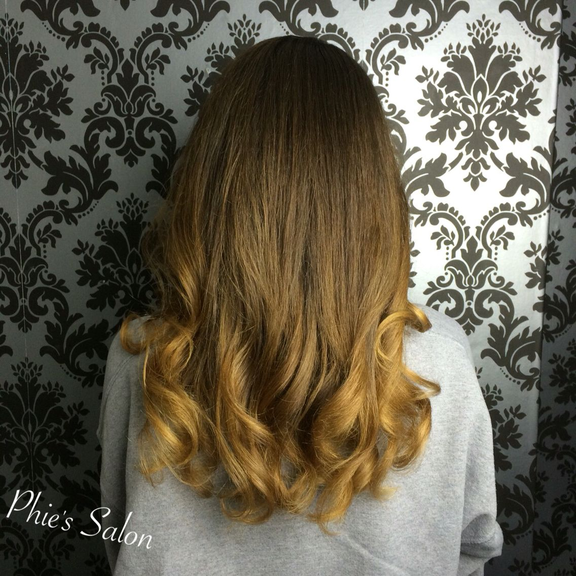 Sombre long culy hair blonde and brown