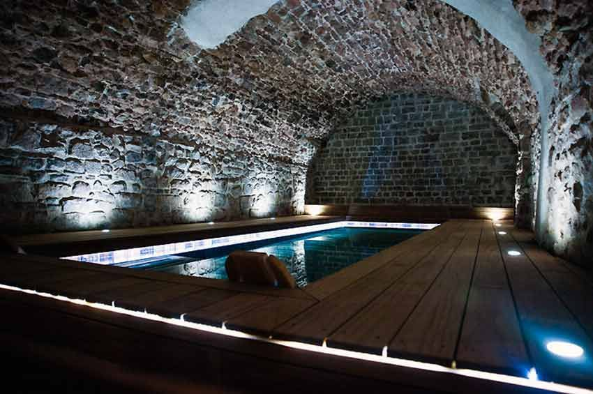 Pin By Mariusz Iskat On Baseny In 2020 Swimming Pool Lights Indoor Swimming Pools Dream Pools