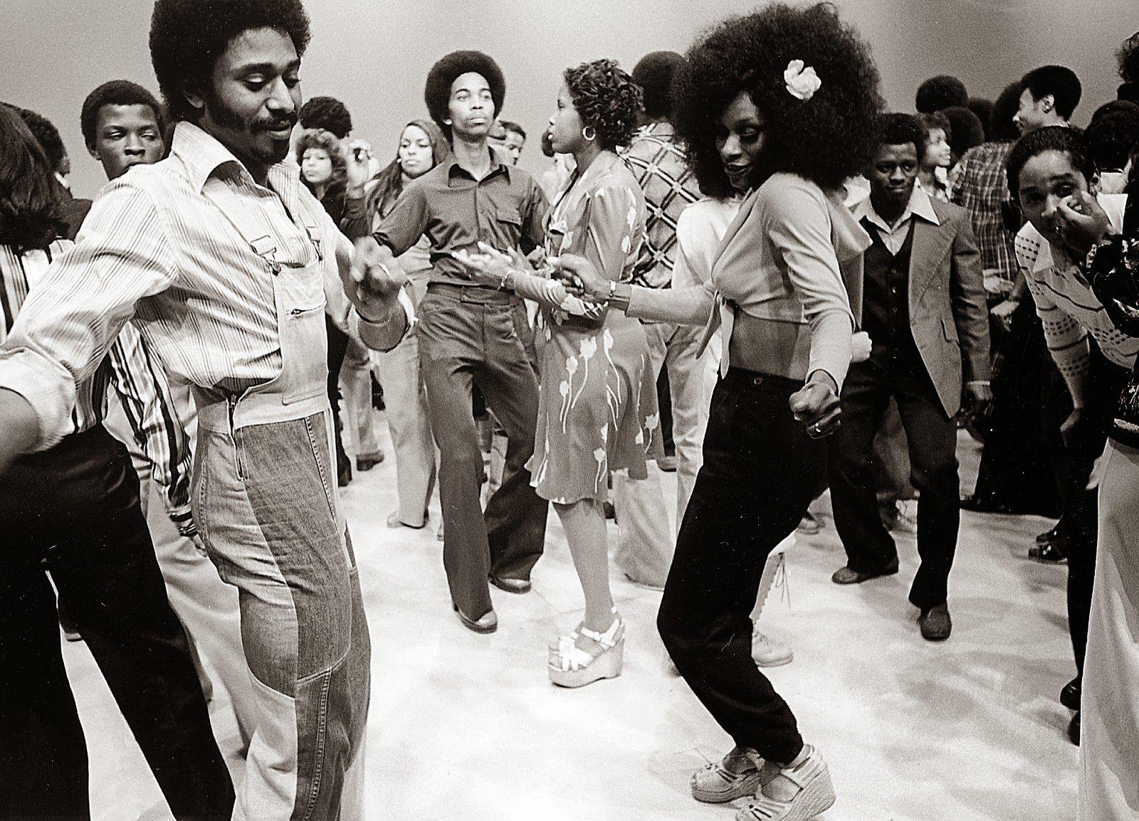 Don Cornelius Soul Train Afro Vintage Fashion Alice In 1 600 1 154 Pixels