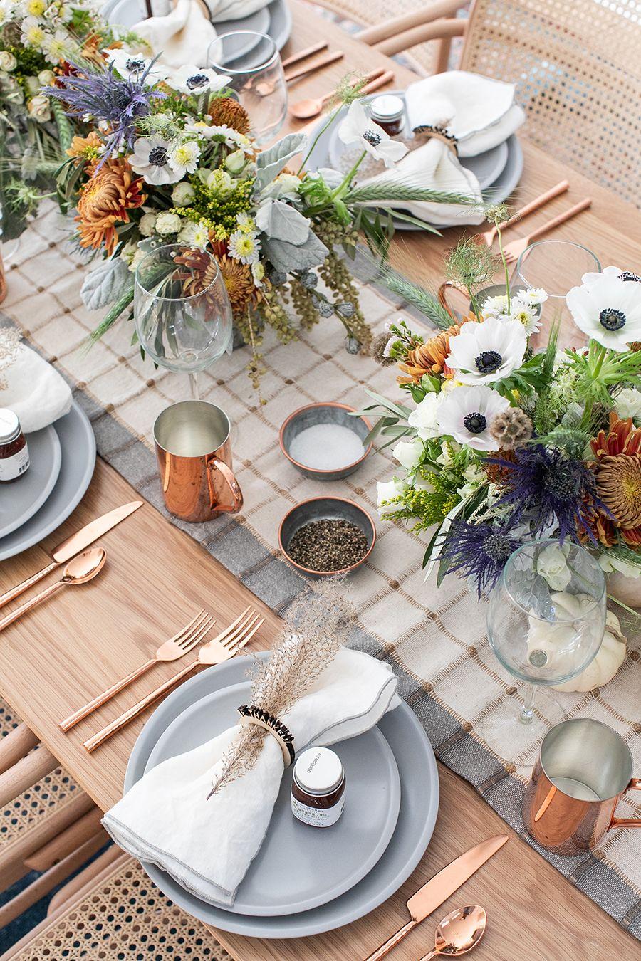 A Rustic Modern Thanksgiving Table Setting Thanksgiving
