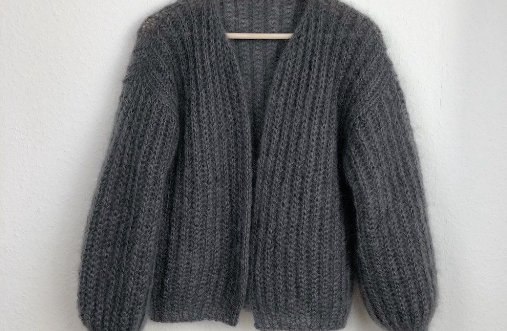 Photo of Tutorial – Knitting Instructions – Knit a simple cardigan in a patent pattern from above