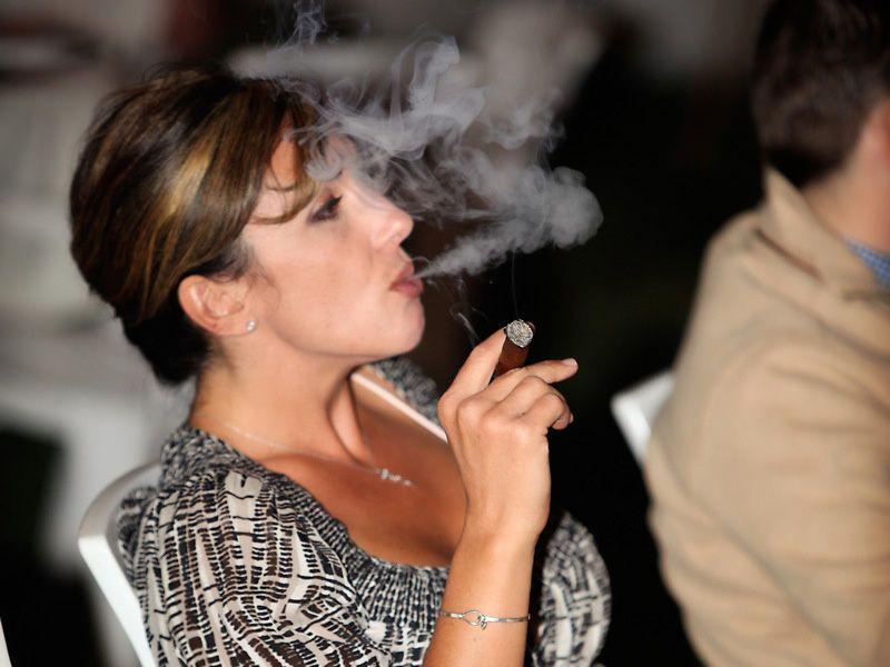 Squirting cigar milf