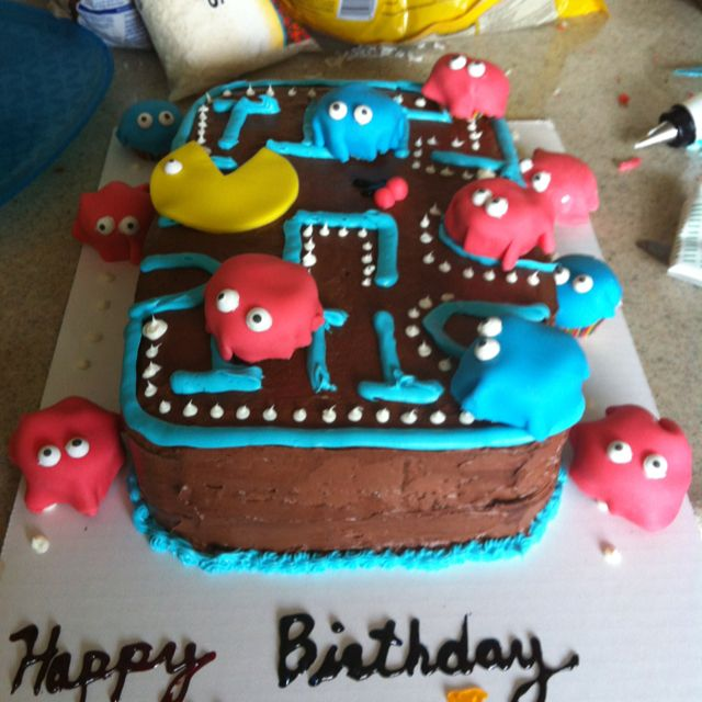 Threw an 80s themes surprise party for my boyfriend and made him a pacman cake!