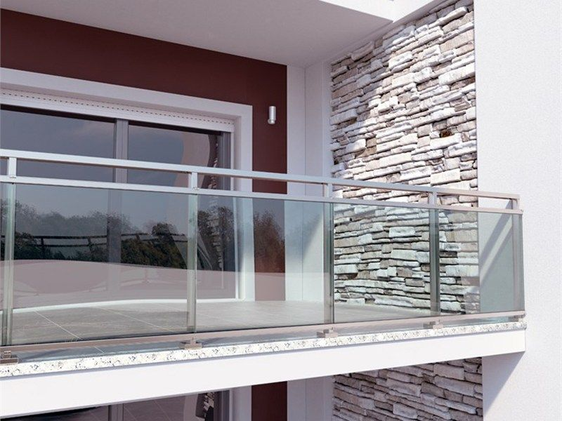 Baranda de escalera en aluminio y vidrio baranda de for Barandas de escalera