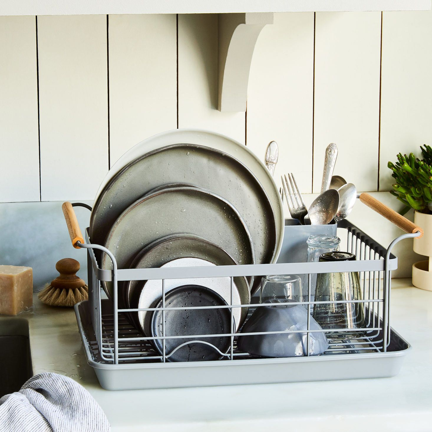 trending on the organized home organization inspiration dish racks home organization plate on kitchen organization dishes id=43645