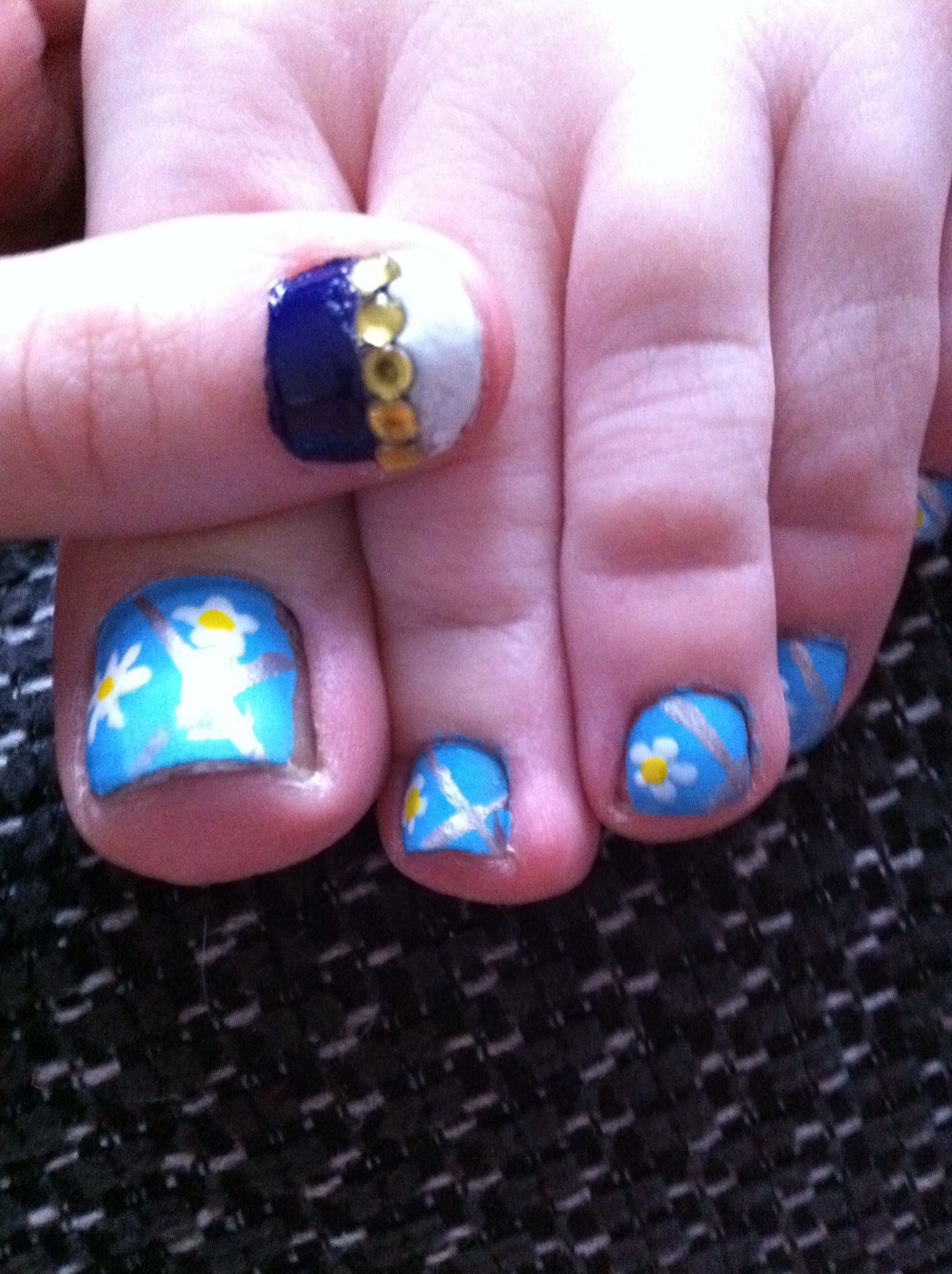 Daisy toes | My Nail Art | Pinterest