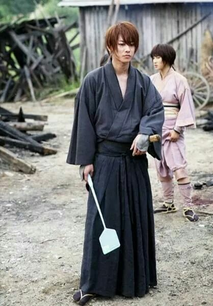 Takeru Sato as Kenshin Himura. Rurouni Kenshin behind the scene. What are you doinh Kenshin?? :))