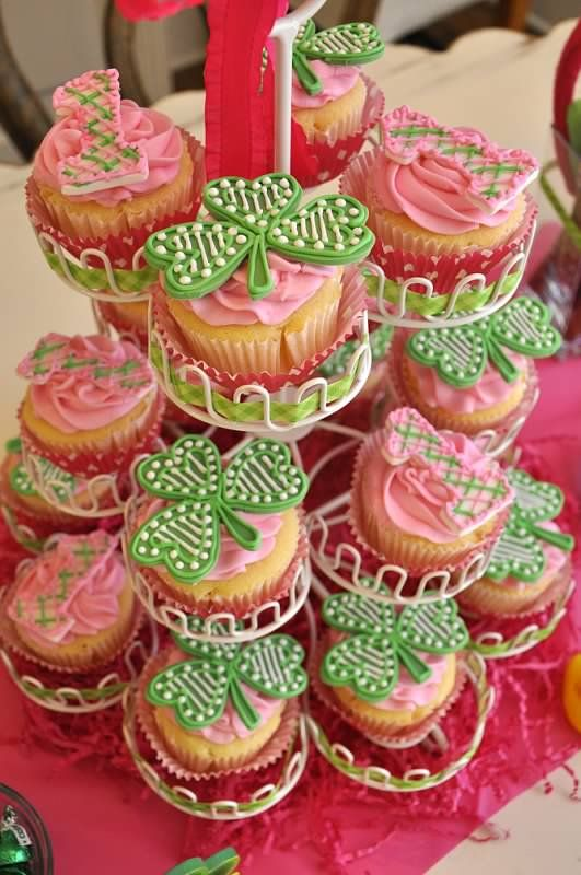 one year old birthday - st patty's day - The Pink Peach party stylist - cupcakes by Slice.