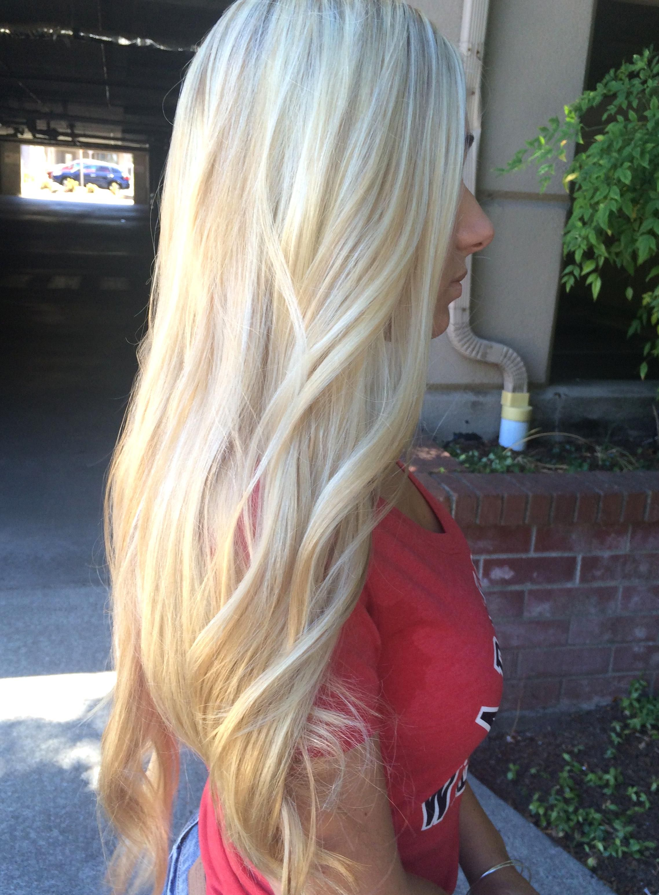 Blonde Balyage Platinum Blonde Highlights Blondie Girl Summer hair