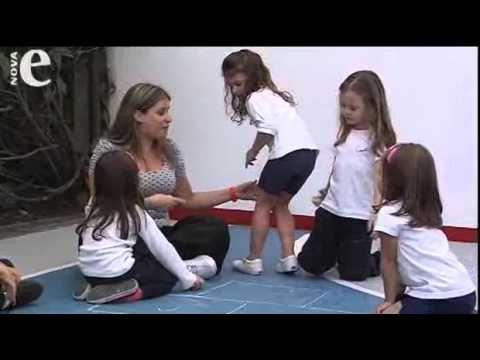 Diferentes maneiras de pular amarelinha - YouTube