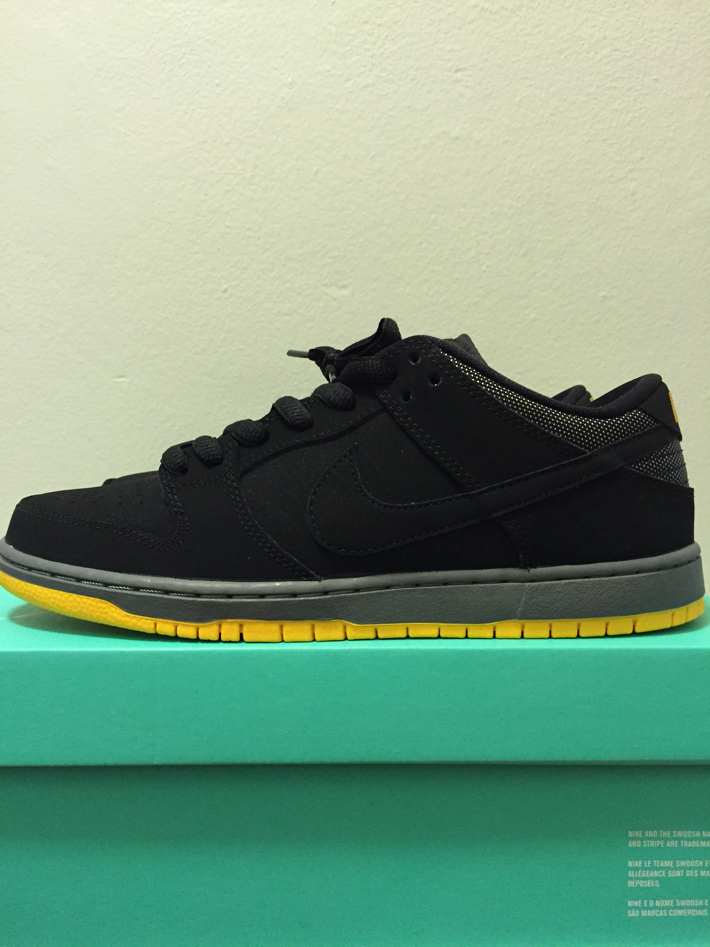 low priced 871f9 31f34 Nike sb dunk low