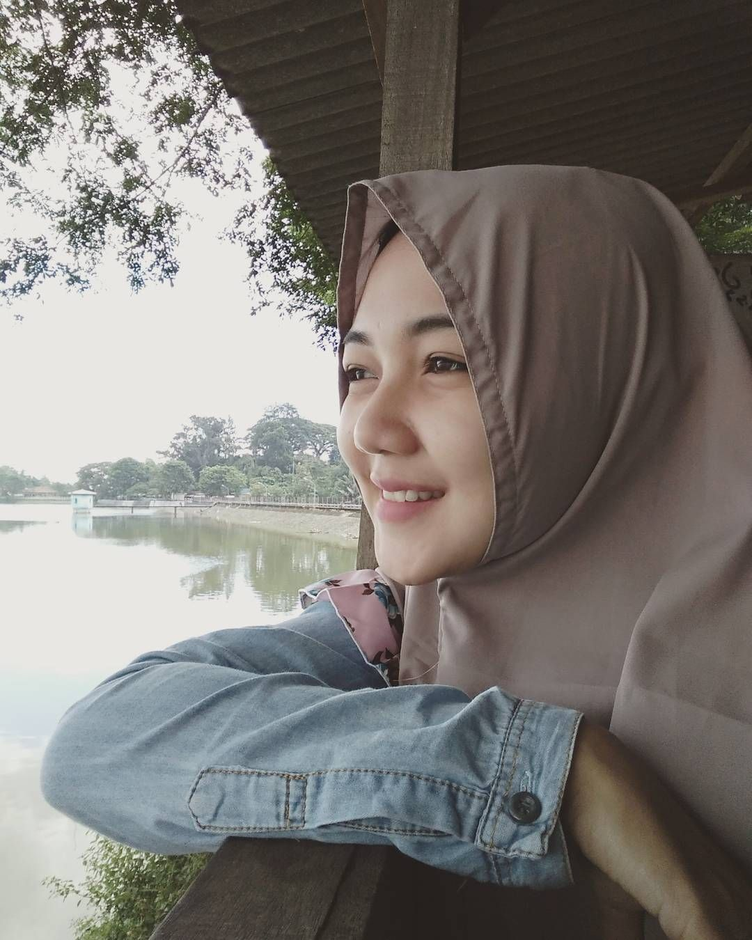 Gambar Mungkin Berisi 1 Orang Model Pakaian Muslim Hijab Chic Wanita