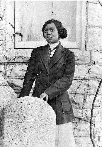 African American Woman | African American woman poses outsid… | Flickr