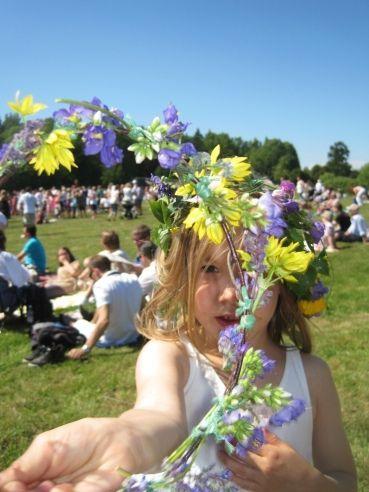 Swedish Midsummer Celebrations #flowerheadwreaths Swedish Midsummer - making a flower head wreath #flowerheadwreaths